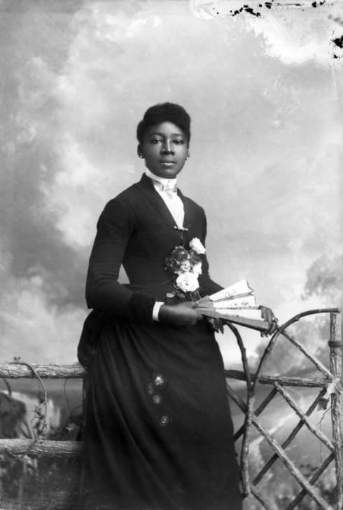 alvan-black-victorian-woman4